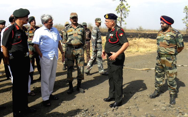 Union Defence Minister Manohar Parrikar and Army chief General Dalbir Singh visit the Indian Army's ammunition depot where a fire that broke out in Maharashtra's Pulgaon, in Wardha, on 31st ... - Manohar Parrikar and Dalbir Singh