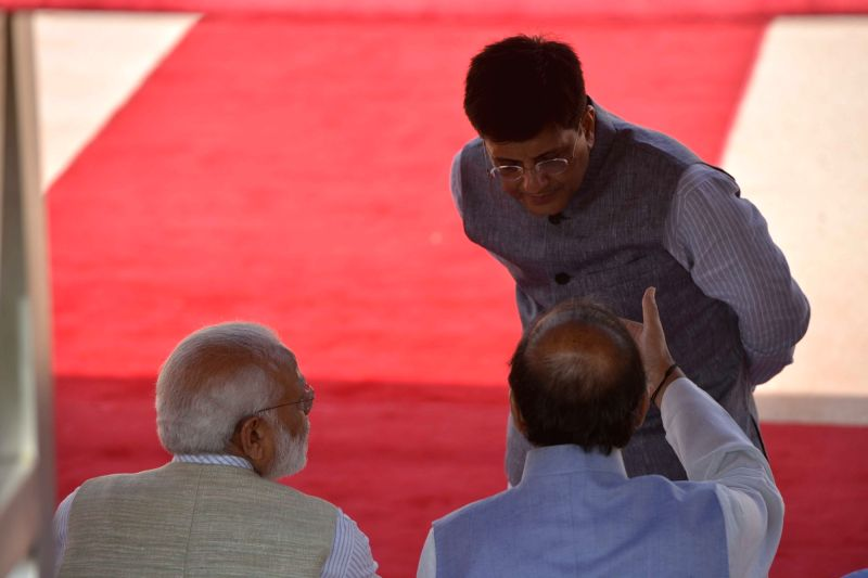 Union Finance Minister Arun Jaitley interacts with Prime Minister Narendra Modi and Union Power Minister Piyush Goyal at the Ceremonial Reception organised for Mauritius Prime Minister ... - Arun Jaitley, Narendra Modi and Pravind Kumar Jugnauth