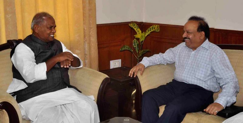 Union Health Minister Harsh Vardhan during a meeting with Bihar Chief Minister Jitan Ram Majhi in Patna on Sept 2, 2014.