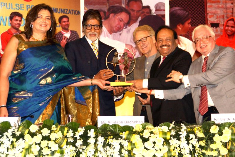 Union Health Minister Harsh Vardhan, UNICEF India Representative Louis-Georges Arsenault and actor Amitabh Bachchan who is also the good will ambassador for UNICEF's polio campaign during a `Polio ... - Harsh Vardhan and Amitabh Bachchan