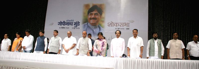 Union Home Minister Rajnath Sing, NCP President Sharad Pawar, Shivsena Chief Uddhav Thackeray, RPI President Ramdas Athavale with other party leader offering tribute during the Late BJP Leader ... - Rajnath Sing