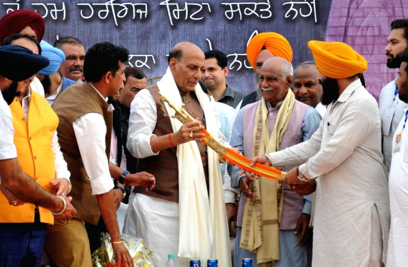 Union Home Minister Rajnath Singh being being felicitated with a sword during the unveiling ceremony of the statue of Shaheed Udham Singh at Jallianwala Bagh in Amritsar on March 13, 2018. - Rajnath Singh and Udham Singh