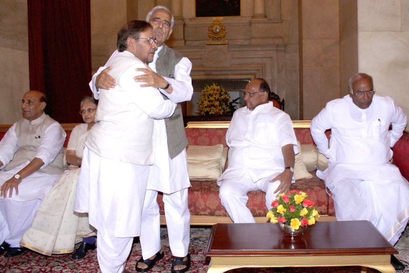Union Home Minister Rajnath Singh, former Kerala Governor Sheila Dikshit, JD (U) chief Sharad Yadav, Jammu and Kashmir Chief Minister Mufti Mohammad Sayeed, NCP chief Sharad Pawar and JDS ... - Rajnath Singh, Sheila Dikshit, Sharad Yadav, Mohammad Sayeed and Pranab Mukherjee