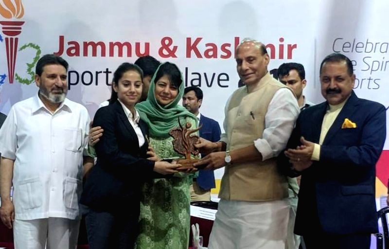 Union Home Minsiter Rajnath Singh presents the awards to the sports persons, at the Jammu and Kashmir Sports Conclave-2018, in Srinagar on June 7, 2018. Also seen Jammu and Kashmir Chief ... - Mehbooba Mufti and Jitendra Singh