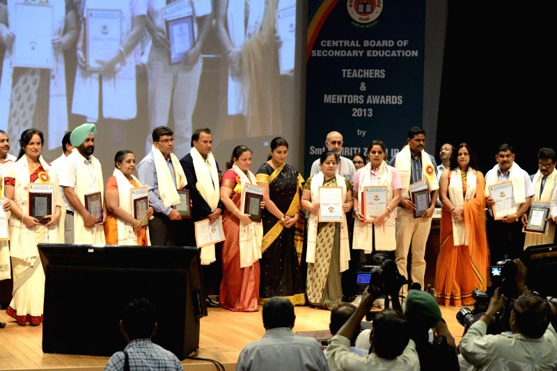 Union HRD Minister Smriti Z Irani with the recipients of the CBSE Awards to Teachers 2013 & CBSE Awards to Mentors 2013 during a programme in New Delhi on Sept 4, 2014. Also seen Secretary, ... - Smriti Z Irani