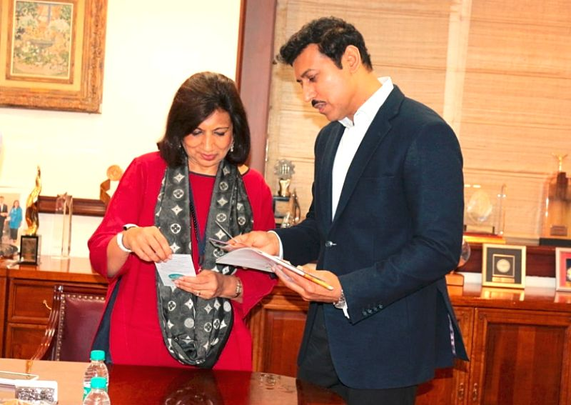 Union Information and Broadcasting Minister Rajyavardhan Singh Rathore meets Biocon's Chairperson Kiran Mazumdar-Shaw, in Bengaluru on June 14, 2018. - Rajyavardhan Singh Rathore