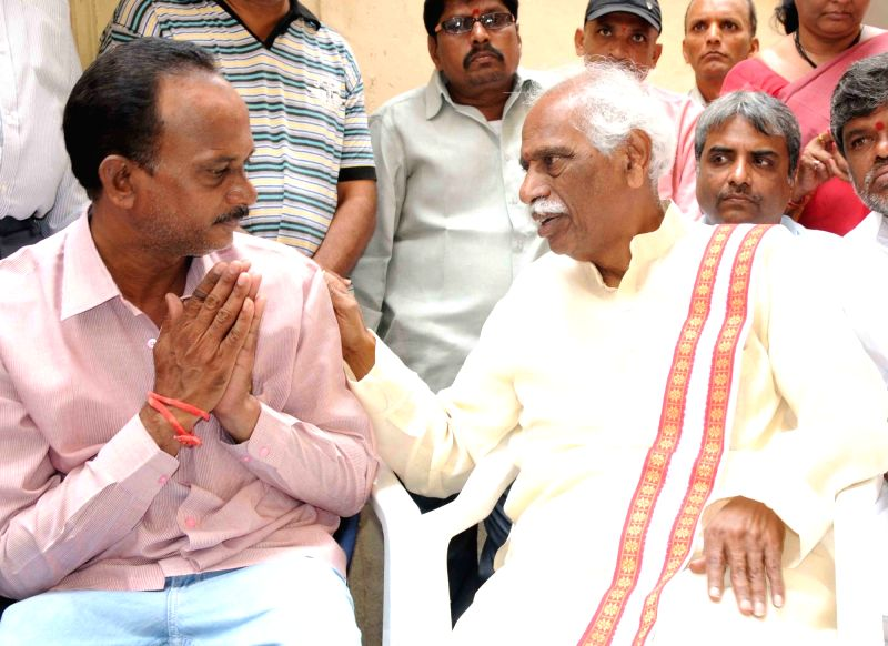 Union Labour Minister Bandaru Dattatreya meets the parents of Gundam Sankeerth, who was allegedly stabbed to death by his roommate in Texas of US; in Hyderabad on July 21, 2016. - Bandaru Dattatreya