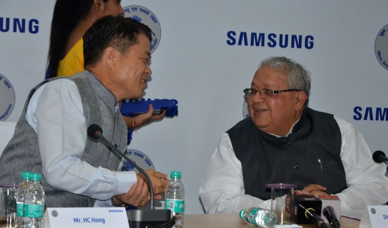 Union Micro, Small and Medium Enterprises Minister Kalraj Mishra interacts with Samsung Southwest Asia President and CEO HC Hong at the MoU signing ceremony of Samsung with Ministry of ... - Kalraj Mishra