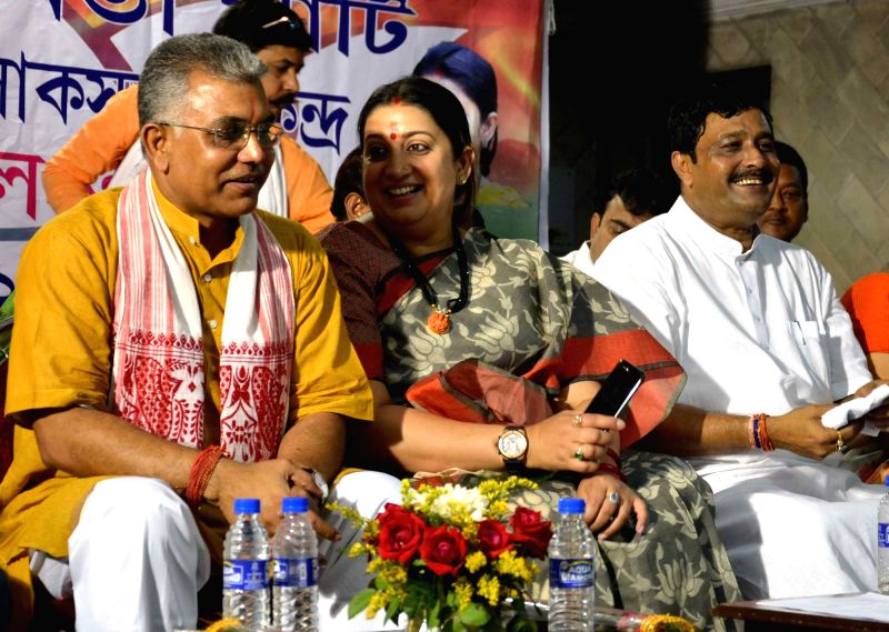 Union Minister and BJP leader Smriti Irani during a party meeting in Kolkata on April 19, 2017. Also seen West Bengal BJP chief Dilip Ghosh. - Smriti Irani and Dilip Ghosh
