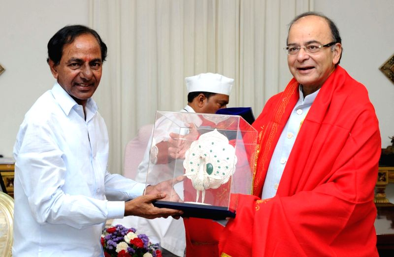 Union Minister for Finance and Corporate Affairs Arun Jaitley meets Telangana Chief Minister K Chandrasekhar Rao in Hyderabad on July 24, 2016. - K Chandrasekhar Rao and Affairs Arun Jaitley