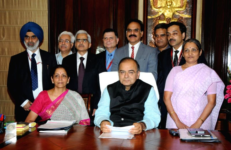 Union Minister for Finance, Corporate Affairs and Defence Arun Jaitley and MoS Commerce and Industry (Independent Charge), Finance and Corporate Affairs Nirmala Sitharaman give final touches to ... - Arun Jaitley