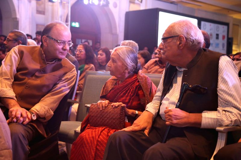 Union Minister for Finance, Corporate Affairs, and Information and Broadcasting Arun Jaitley and veteran journalist Kuldip Nayar at the Ramnath Goenka Excellence awards ceremony in New ... - Arun Jaitley