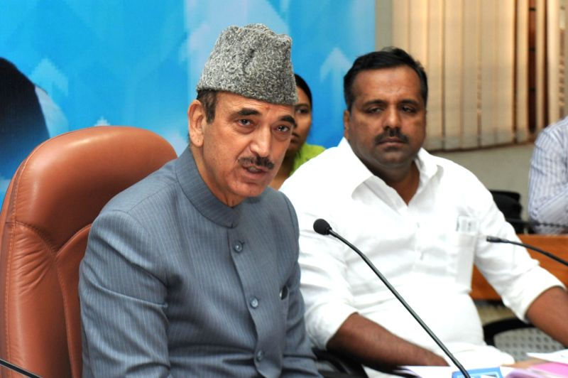 Union Minister for Health and Family Welfare Ghulam Nabi Azad addresses at Vidhana Soudha in Bangalore on Dec.27, 2013.
