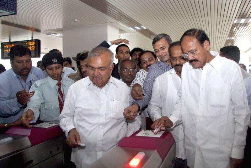 Union Minister for Urban Development, Housing and Urban Poverty Alleviation and Parliamentary Affairs M. Venkaiah Naidu with Karnataka Transport Minister Ramalinga Reddy and others at Sampige Road ... - Ramalinga Reddy