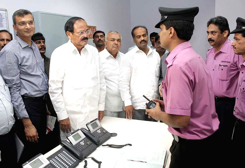 Union Minister for Urban Development, Housing and Urban Poverty Alleviation and Parliamentary Affairs M. Venkaiah Naidu with Karnataka Transport Minister Ramalinga Reddy and others at the control ... - Ramalinga Reddy