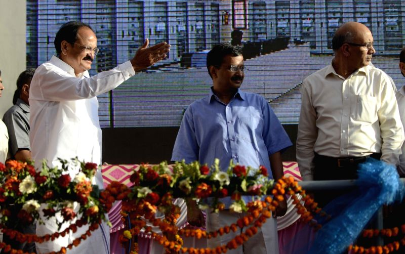 Union Minister for Urban Development, Housing and Urban Poverty Alleviation and Parliamentary Affairs M. Venkaiah Naidu and Delhi Chief Minister Arvind Kejriwal during a programme ... - Arvind Kejriwal and M. Venkaiah Naidu