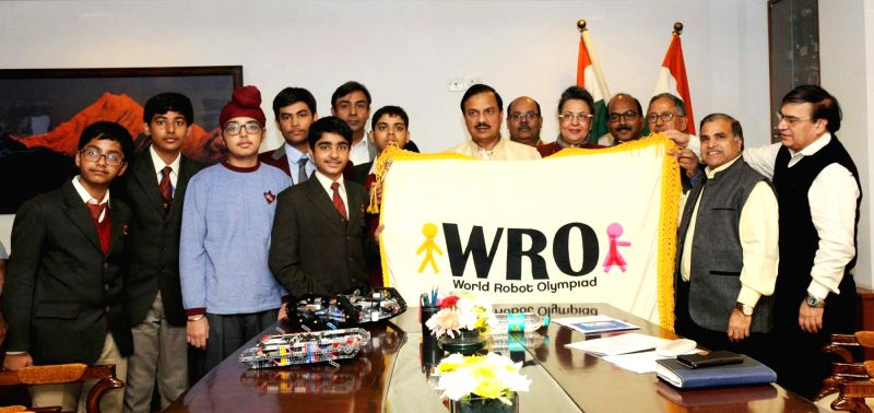 Union Minister of State for Culture (Independent Charge), Tourism (Independent Charge) and Civil Aviation, Dr. Mahesh Sharma with the Indian Medal Winner Students of 12th World Robot Olympiad – ...