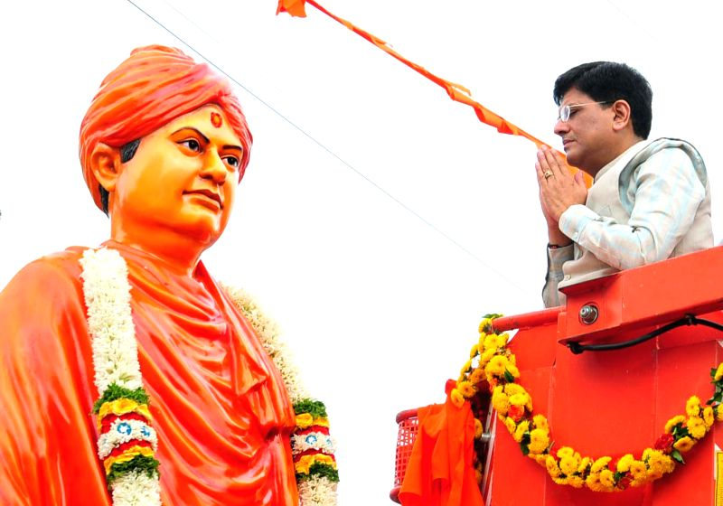 Union Minister of State for Power, Coal, New and Renewable Energy and Mines Piyush Goyal garlanding the statue of Swami Vivekananda in Bengaluru on June 6, 2017.