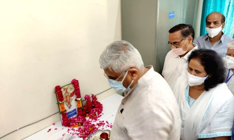 Union minister Shekhawat gets 120 bed state-of-the-art Covid relief centre built in 7 days in Raj