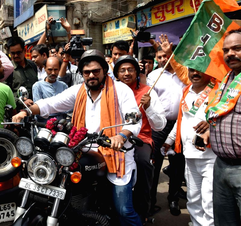 Union Ministers Babul Supriyo and Vijay Goel along with BJP workers campaign for the party ahead of Delhi MCD Polls at Ajmeri Gate in New Delhi on April 21, 2017.The main contest in the ... - Babul Supriyo and Vijay Goel