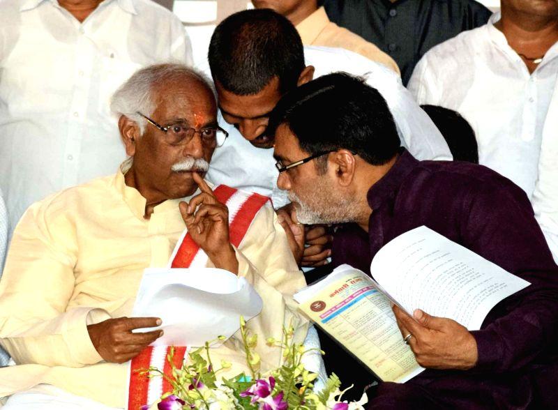 Union Ministers Bandaru Dattatreya and Ramkripal Yadav during a programme in Patna on April 25, 2017. - Bandaru Dattatreya and Ramkripal Yadav