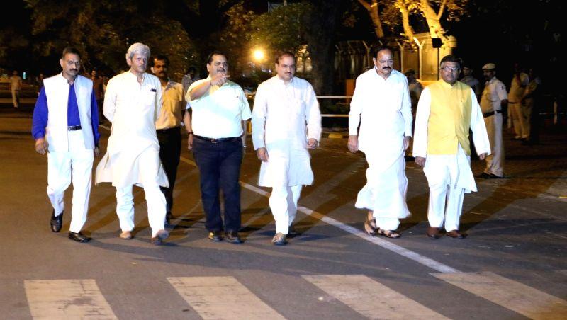 Union Ministers M. Venkaiah Naidu, Ananth Kumar, Ravi Shankar Prasad and senior leaders at the residence of LK Advani to pay tribute to Kamla Advani who died in New Delhi on April 6, 2016. - M. Venkaiah Naidu, Ananth Kumar, Ravi Shankar Prasad and Kamla Advani