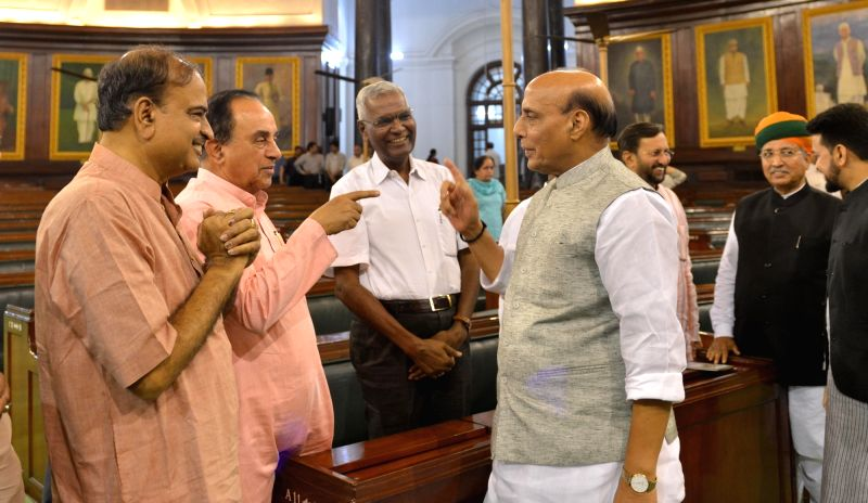 Union Ministers Rajnath Singh, Ananth Kumar, Arjun Ram Meghwal, Prakash Javadekar with party MP Subramanian Swamy and er of the Congress parliamentary party in Lok Sabha Mallikarjun ... - Ministers Rajnath Singh, Ananth Kumar, Arjun Ram Meghwal and Prakash Javadekar