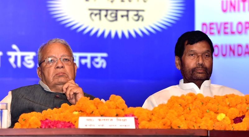 Union Ministers Ramvilas Paswan and Kalraj Mishra during an IUDF programme in Lucknow on May 2016. - Ramvilas Paswan and Kalraj Mishra