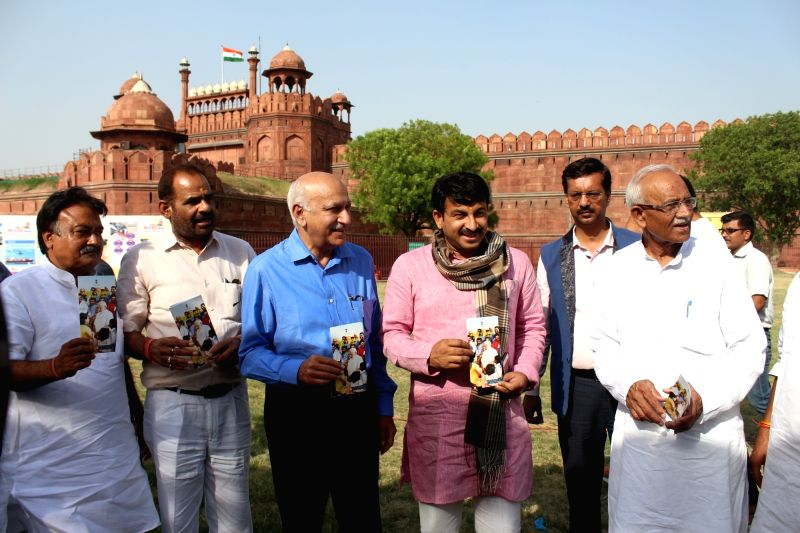 Union MoS External Affairs MJ Akbar with Delhi BJP chief Manoj Tewari during Modi Fest being organised at Red Fort Grounds in New Delhi, on June 3, 2017.