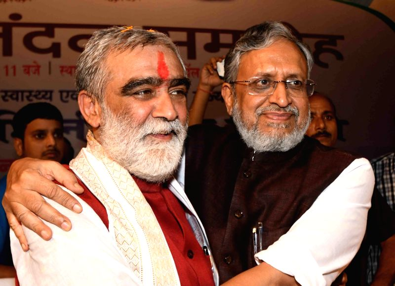 Union MoS Health and Family Welfare Ashwini Kumar Choubey along with Bihar Deputy Chief Minister Sushil Kumar Modi during a felicitation programme in Patna on Sept 13, 2017. - Sushil Kumar Modi