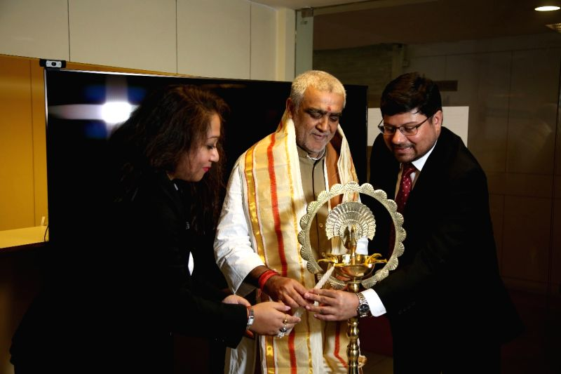 Union MoS Health and Family Welfare Ashwini Kumar Choubey and Paramesh Banerji Group Founder and Director Dr. Paramesh Banerji during a programme in Kolkata on June 9, 2018.