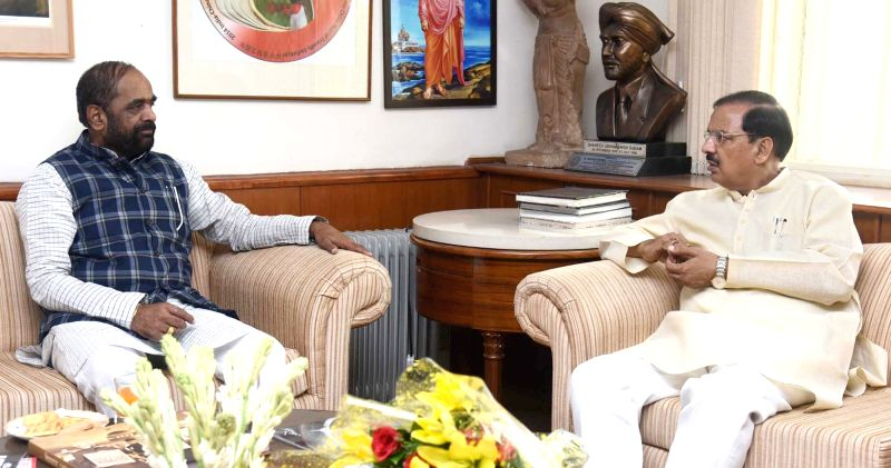 Union MoS Home Affairs Hansraj Gangaram Ahir meets Union MoS Culture and Environment, Forest and Climate Change Mahesh Sharma, in New Delhi on June 13, 2018. (Photo : IANS/PIB) - Change Mahesh Sharma
