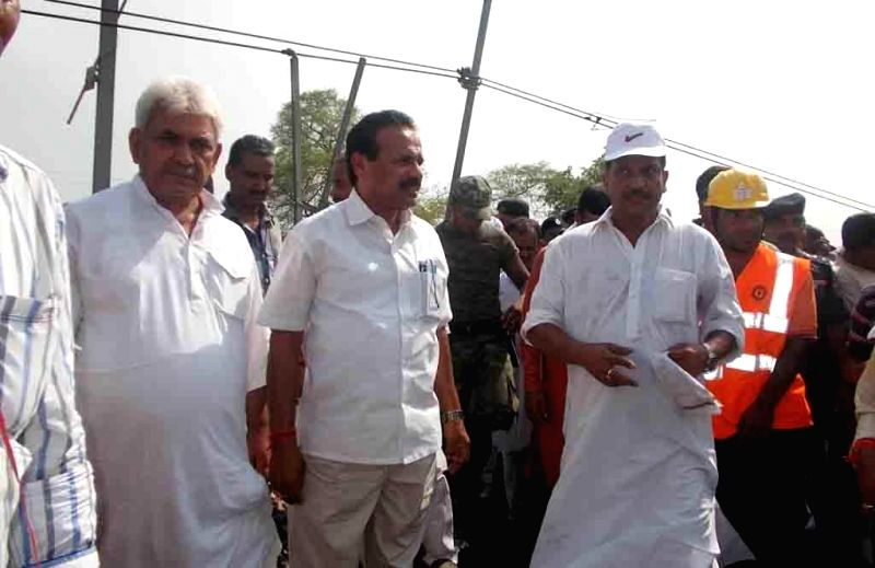 Union Railway Minister DV Sadananda Gowda and Chapra MP and BJP leader Rajiv Pratap Rudy visit the site where nine out of twelve bogies of Delhi-Dibrugarh Rajdhani Express were derailed near Golden ..