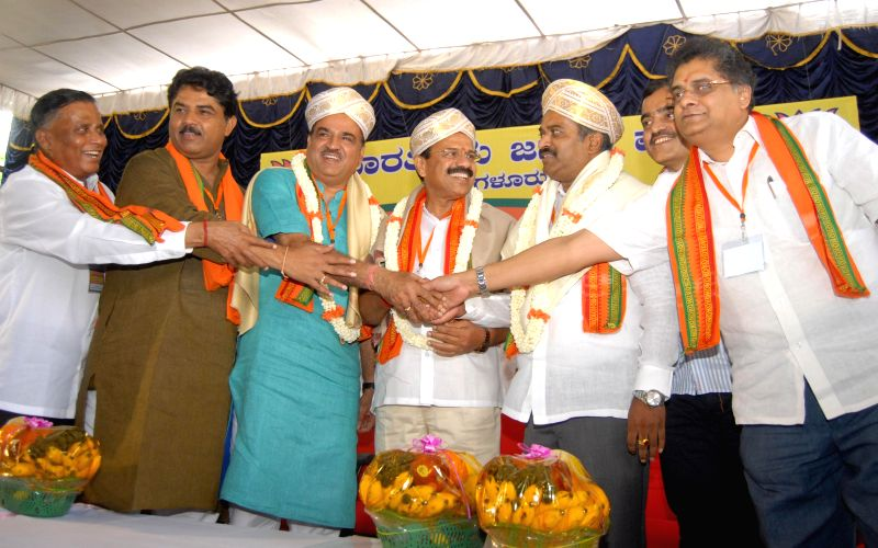 Union Railways Minister  D.V. Sadananda Gowda and Union Chemicals and Fertilizer Minister Ananth Kumar with BJP MP from Bangalore Central P C Mohan and others during a BJP programme in Bangalore on .. - D. and Ananth Kumar