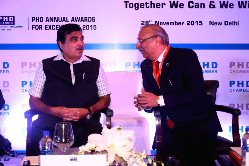 Union Road Transport, Highways and Shipping Minister Nitin Gadkari with President Designate of PHD Chamber Mahesh Gupta at 110th AGM of PHD Chamber in New Delhi, on Nov 28, 2015. - Mahesh Gupta