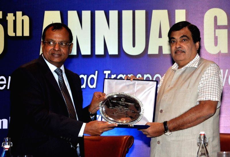 Union Road Transport, Highways and Shipping Minister Nitin Gadkari felicitates filmmaker Subhankar Chottopadhyay during 115th Annual General Meeting of BCC in Kolkata, on Dec 1, 2015.  Also ... - Nitin Gadkari