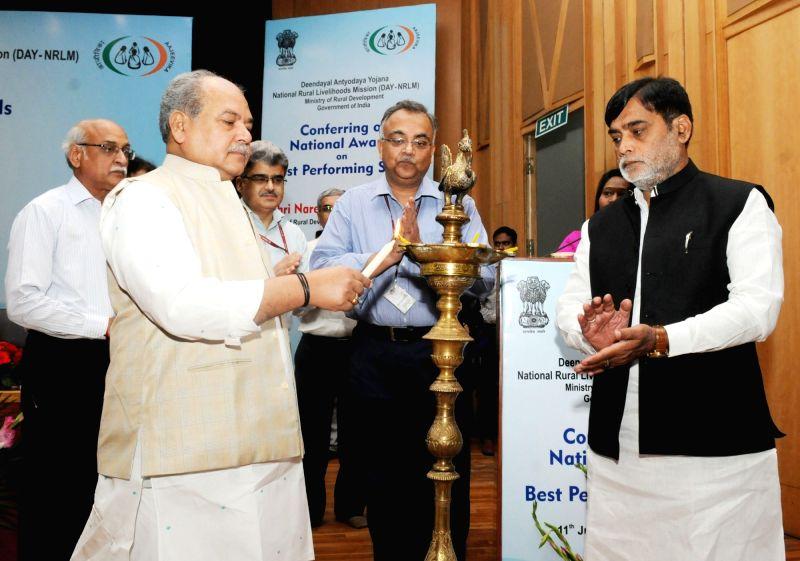 Union Rural Development and Panchayati Raj Minister Narendra Singh Tomar at the inauguration of National Awards on the Best Performing Self Help Groups under Deendayal Antayodaya Yojana - ... - Narendra Singh Tomar