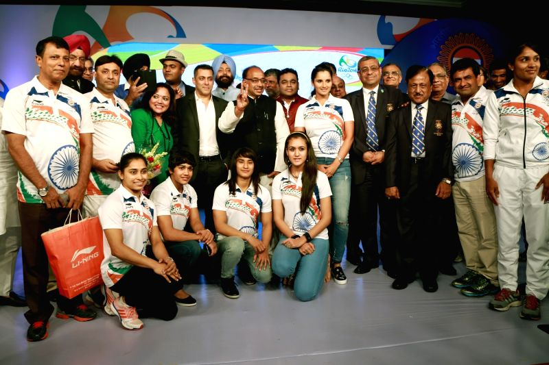 Union Sports Minister Vijay Goel, actor Salman Khan, tennis player Sania Mirza and composer AR Rahman with Indian Contingent for Rio Olympics 2016 during the sendoff ceremony, organised by ... - Vijay Goel, Sania Mirza and Salman Khan