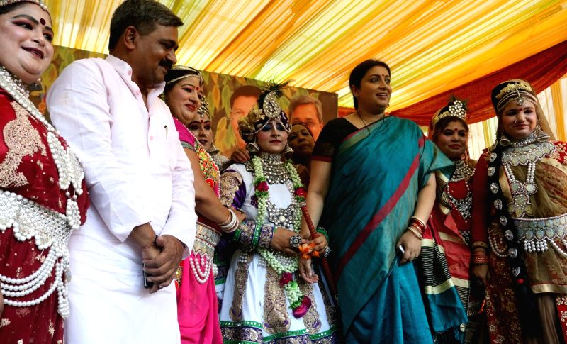 Union Textile Minister Smriti Irani and Delhi BJP chief Satish Upadhyay during a programme organised to celebrate Teej festival in New Delhi on Aug 4, 2016. - Smriti Irani and Satish Upadhyay