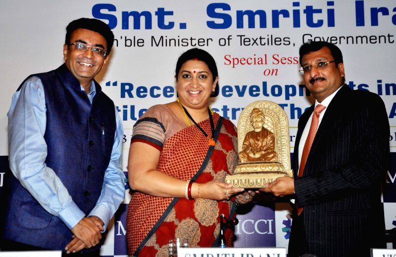 Union Textiles Minister Smriti Irani with MCCI (Merchant Chamber of Commerce and Industry) senior Vice President Vishal Jhajharia and Standing Committee on Textile and Jute Chairman Sanjay ... - Smriti Irani and Sanjay Kumar Jain