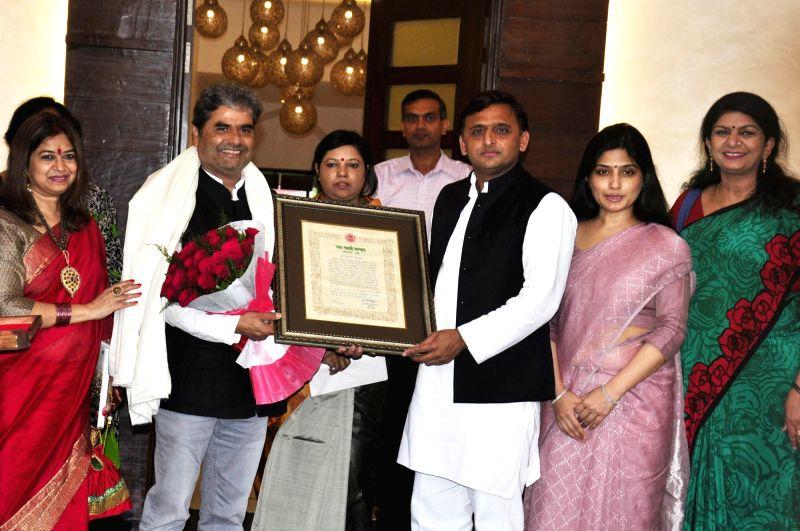 Uttar Pradesh Chief Minister Akhilesh Yadav felicitates filmmaker Vishal Bhardwaj with Yash Bharti Samman in Lucknow, on Aug 1, 2016. - Akhilesh Yadav and Vishal Bhardwaj
