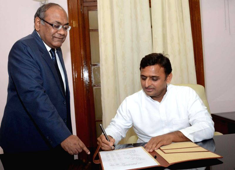 Uttar Pradesh Chief Minister Akhilesh Yadav gives final touches to state budget a day ahead of its presentation in Uttar Pradesh Legislative Assembly in Lucknow on June 19, 2014.