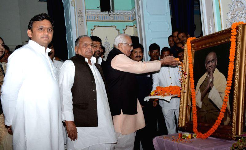 Uttar Pradesh Governor Ram Naik, Chief Minister Akhilesh Yadav and Samajwadi Party chief Mulayam Singh Yadav pay tribute to Sardar Vallabhbhai Patel on the occasion of his birth anniversary ... - Akhilesh Yadav, Mulayam Singh Yadav and Sardar Vallabhbhai Patel