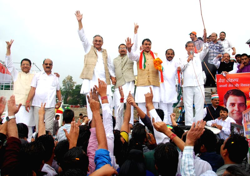 Uttarakhand Chief Minister Harish Rawat, former CM Vijay Bahuguna, Tehri Lok Sabha seat candidate Saket Bahuguna with other Congress leaders addressing a rally in support of Tehri Lok Sabha seat ... - Harish Rawat