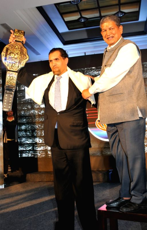 """Uttarakhand Chief Minister Harish Rawat with wrestler Dalip Singh famously known as `The Great Khali` at the launch of Khali`s """"Pro- Wrestling Talent Programme"""" in New Delhi, on ... - Harish Rawat and Dalip Singh"""