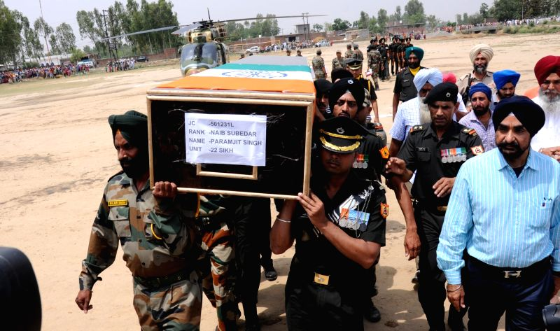 Vain Poin: Soldiers carry the body of Naib subedar Paramjit Singh one of the two Indian soldiers whose body was mutilated along the Line of Control by Pakistani forces on 2nd May, 2017; at  village ... - Paramjit Singh