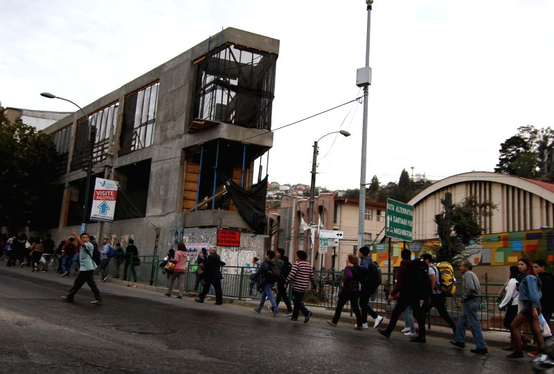 VALPARAISO, April 25, 2017 - People walk on the roadside after an earthquake in Valparaiso, Chile, on April 24, 2017. An earthquake measuring 7.1 on the Richter scale jolted an area 38 kilometers ...
