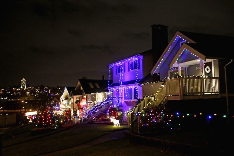 Vancouver (Canada): Houses are decorated with colourful lights in Vancouver, Canada, Dec. 9,  2014. Vancouver neighborhoods follow the tradition in decorating their houses with eye-catching Christmas