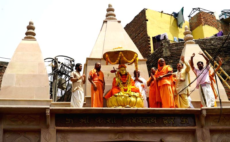 Varanasi: A view statue of Adi Shankaracharya installed on the gate of Kashi Vishwanath temple in Varanasi on April 20, 2018.