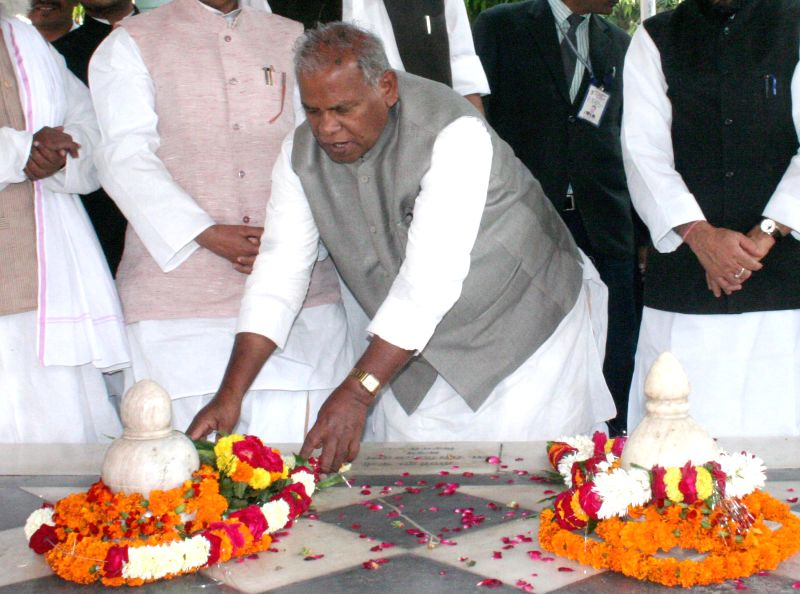 Bihar Chief Minister Jitan Ram Majhi pays tribute at the samadhi of Kabir at Kabir Math in Varanasi, on Dec 3, 2014. - Jitan Ram Majhi